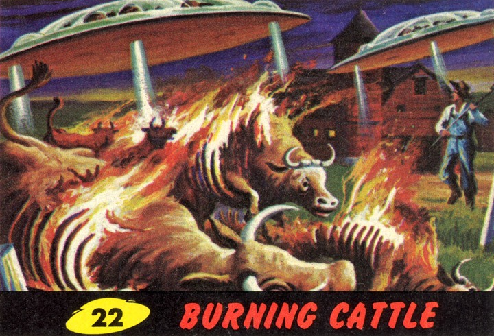 1962 Topps Mars Attacks Card #22 Burning Cattle