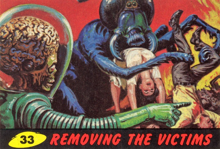 1962 Topps Mars Attacks Card #33 Removing The Victims