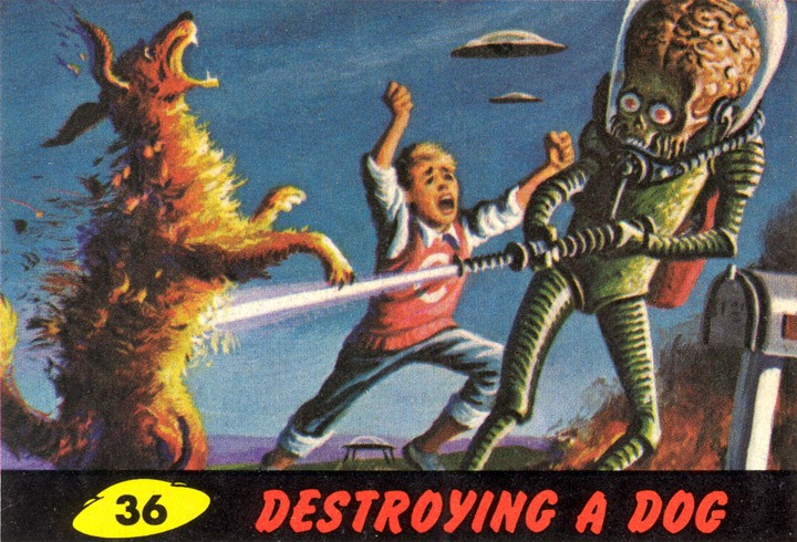 1962 Topps Mars Attacks Card #36 Destroying A Dog